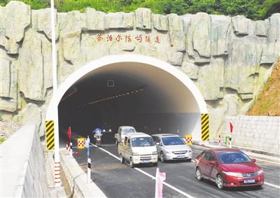 5亿元的陈屿第二隧道及接线工程按二级公路标准设计,整个工程全长4.