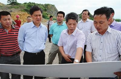 市委副秘书长,市委办主任王国忠来玉督查重点工程建设图片